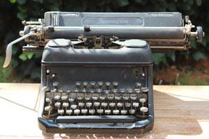 vintage typewriter to hire